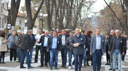 Цветан Цветанов засади 11 борчета във Велинград (СНИМКИ)