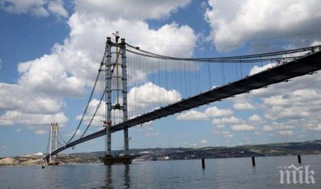 Турция строи най-дългия висящ мост в света - 2023 метра