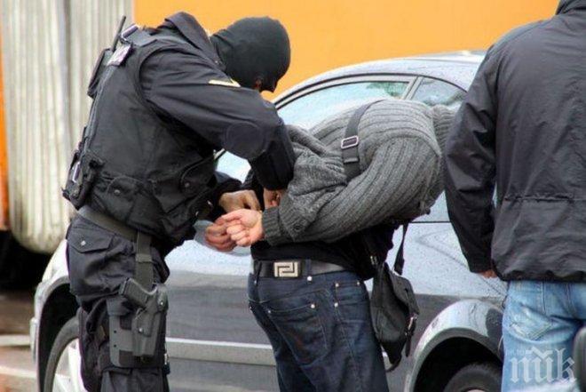 ЕКШЪН В СОФИЯ! Спипаха четирима с наркотици, блъснали патрулка при опит да избягат