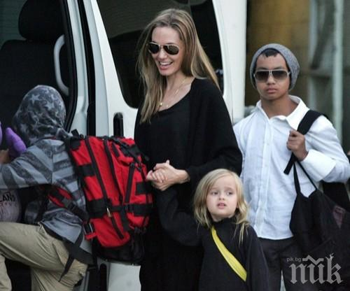 СКАНДАЛ! Документите за осиновяването на едно от децата на Анджелина Джоли били подправени?