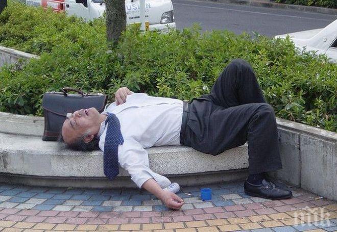 ПРИКЛЮЧЕНИЕ! Пиян китаец вкара две живи риби в ануса си (ВИДЕО 18+)