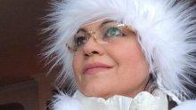 """Да, г-жо Нинова, демокрацията ни отне много. Отне ни """"Техноимпекс"""" и го подари на вас. Демокрацията е Снежната кралица -  вие от снимката!"""