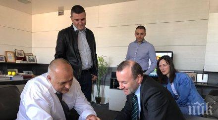 Борисов се видя с Манфред Вебер, показва му снимки на смартфон (ГАЛЕРИЯ)