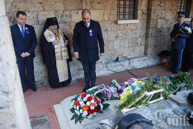 Цветан Цветанов се преклони пред саркофага на Цар Калоян