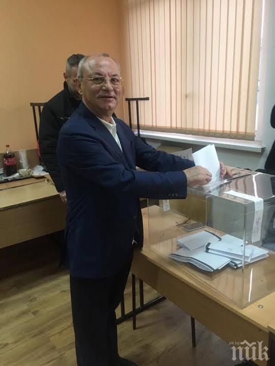 Доган гласува мълчаливо сред първите, не даде изявления (СНИМКА)