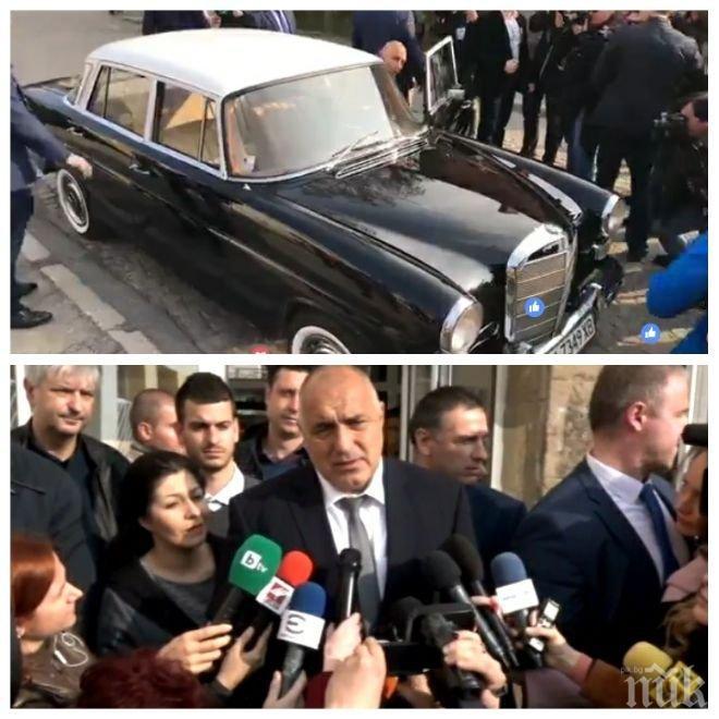 ПЪРВО В ПИК TV! Бойко Борисов направи фурор! Пристигна с ретро Мерцедес до урната, шофира сам (ОБНОВЕНА/ВИДЕО/СНИМКИ)
