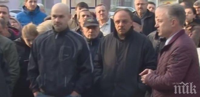 ВИСОКО НАПРЕЖЕНИЕ! Жестоки скандали в Бурса, пред секциите се извиха огромни опашки