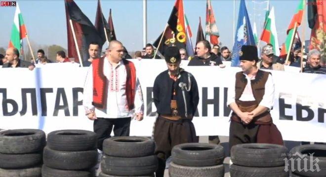 """ИЗВЪНРЕДНО! Патриотите затвориха границата при """"Капитан Андреево"""", има блокиран автобус"""