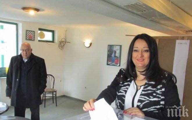 Лиляна Павлова гласува във Варна