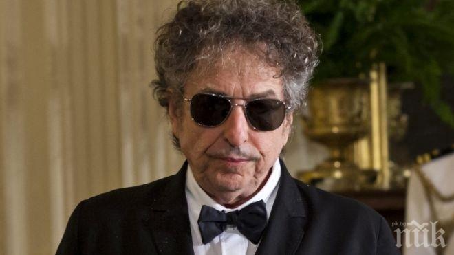 НАЙ-ПОСЛЕ! Боб Дилън си взе Нобеловата награда с петмесечно закъснение