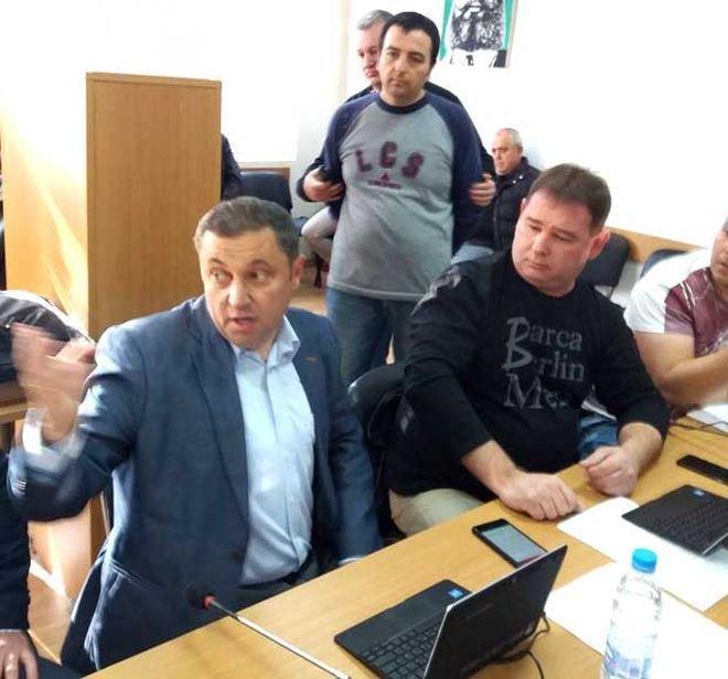 Скандал в Сандански: Служител в общината обвини Яне Янев, че е пребил 66-годишния му баща