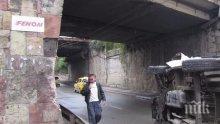 СРЕДНОЩНА КАСКАДА! Кола се преобърна по таван във Враца, двама са в болница