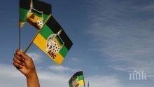 Стрелят и обгазяват протестиращи в Южна Африка