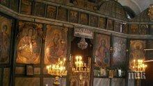 Свещеници обърнаха църквата на тържище
