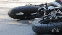 Извънредно! Моторист бере душа след тежка катастрофа край Зверино
