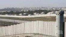 Белият дом отстъпи, ще финансира мексиканската гранична стена