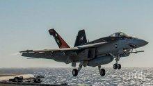 """ГАФ! Американски изтребител от самолетоносача """"Карл Винсън"""" падна в морето"""