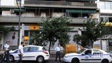 ГЪРЦИЯ В ПОТРЕС! Маскирани нахлуха в банка, взеха 8 заложници и разкостиха 50 сейфа