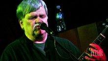 Трагедия! Рок-музикант почина по време на концерт в чест на негов юбилей