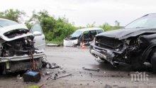 ИЗВЪНРЕДНО! Верижна катастрофа задръсти Е-79! ТИР насмел кола, волейболен ас на ЦСКА замесен в мелето! Има ранени!