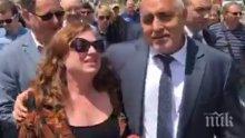 ИЗВЪНРЕДНО В ПИК TV! Журналистка аха да падне в краката на Борисов! Премиерът в готовност: Щях да се метна и да те спася, да се изтъркаляме заедно (ВИДЕО)