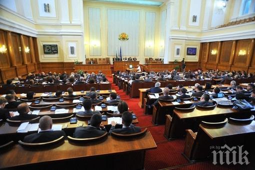 ИЗВЪНРЕДНО В ПИК TV! Депутатите започват парламентарния контрол