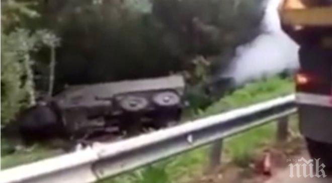 Руски спецвоенни паднаха в крайпътна канавка с бронирани коли