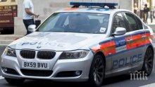 Инцидент! Човек с нож и бейзболна бухалка прекъсна траурна церемония в Бирмингам, в памет на жертвите от Манчестър
