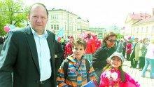 """САМО В ПИК И """"РЕТРО""""! Михаил Миков в уникална изповед: Опазих децата си от жълти атаки! На """"Позитано"""" 20 не ме чуват, но не съм обиден (УНИКАЛНИ СНИМКИ)"""