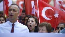 Уволнени турски преподаватели, обявили гладна стачка, са в критично състояние