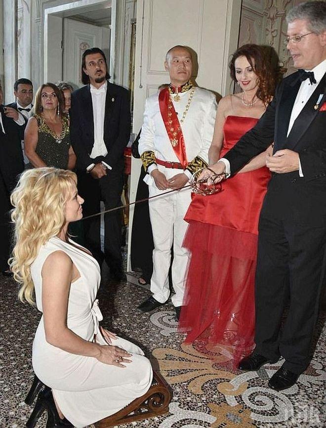 Фалшив принц свали на колене Памела Андерсън