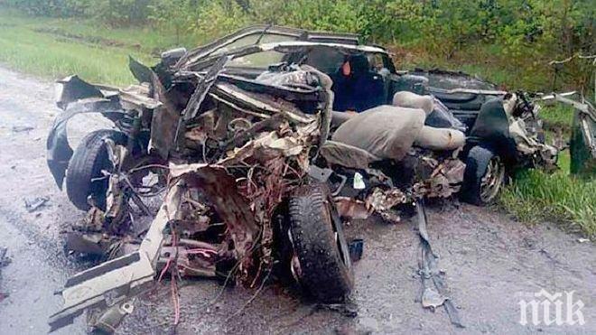 ИЗВЪНРЕДНО! ТРАГЕДИЯТА НА Е-79 Е ОГРОМНА! Има загинал, едната кола е чужда (СНИМКА)