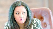 """САМО В ПИК И """"РЕТРО""""! Лили Павлова: Плача на тъжни филми! Министърката взела името и командирските качества от баба си Лиляна"""