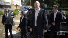 """БОМБА В ПИК! Слави се уплашил да прави партия заради тайната операция на ДАНС """"Емири"""""""