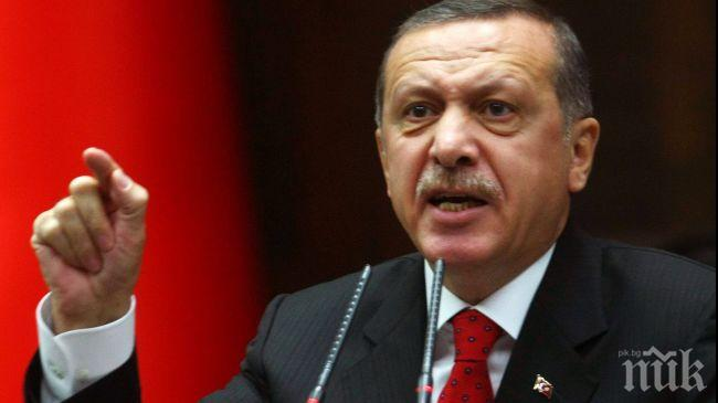 ПАНИКА В ТУРЦИЯ! Ердоган припадна по време на молитва