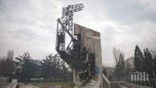 СРЕЩУ СЪБАРЯНЕТО: Направиха жива верига до паметника на НДК