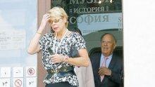 """ФОТО ФАКТ В ПИК И """"РЕТРО""""! Княгиня Калина крие обезобразено лице с тъмни очила"""