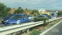 Ремонт по никое време затапи входа на Бургас! Образува се километрично задръстване