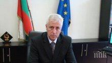 Крути мерки! Здравният министър ген. Петров иска паник бутони в линейките