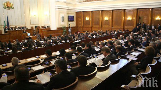 ИЗВЪНРЕДНО В ПИК TV! Депутатите гласуваха: Полицаите ще получат пари за дрехи