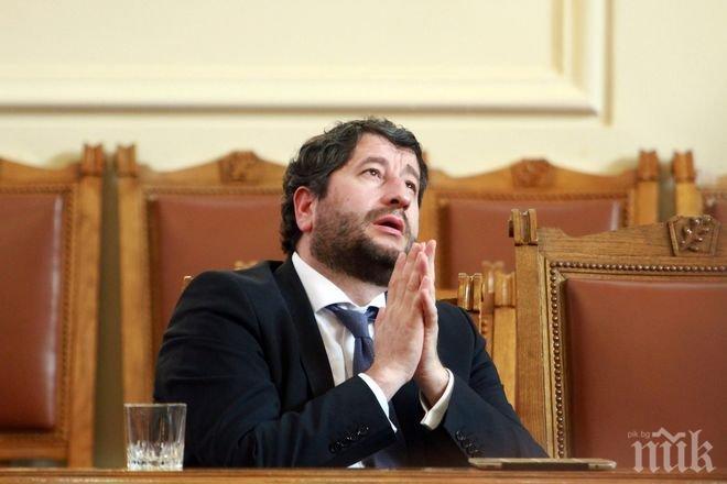 ОТЛОМКИ НИЩОЖНИ! Христо Иванов търси спасение при ДСБ