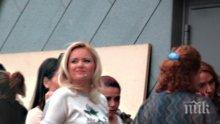 """САМО В ПИК И """"РЕТРО""""! Лора Крумова свали 15 кг с режима на Дънов - тв водещата хукна с къса пола, за първо лято ще плажува по бански (ПАПАРАШКИ СНИМКИ)"""