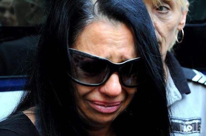 КРИЗА ЗАД РЕШЕТКИТЕ! Анита Мейзер се чална в затвора! Миската търси утеха в Библията