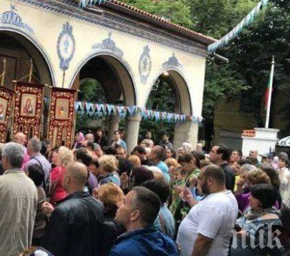 Стотици посрещнаха чудотворната икона на Света Богодорица Всецарица в Пловдив