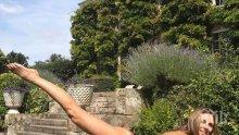 Елизабет Хърли демонстрира перфектно тяло на 52 г., пусна се по монокини (СНИМКА)