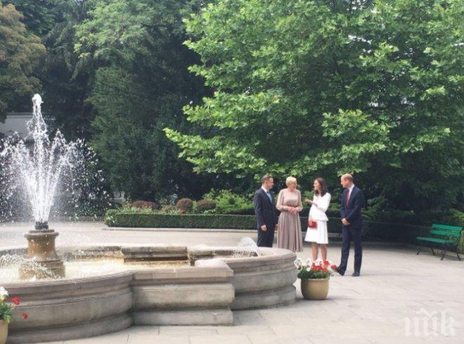 Принц Уилям и съпругата му Кейт пристигнаха с двете си деца в Полша (СНИМКИ/ВИДЕО)