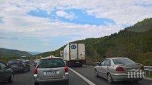 Драстични санкции за шофиране в аварийната лента