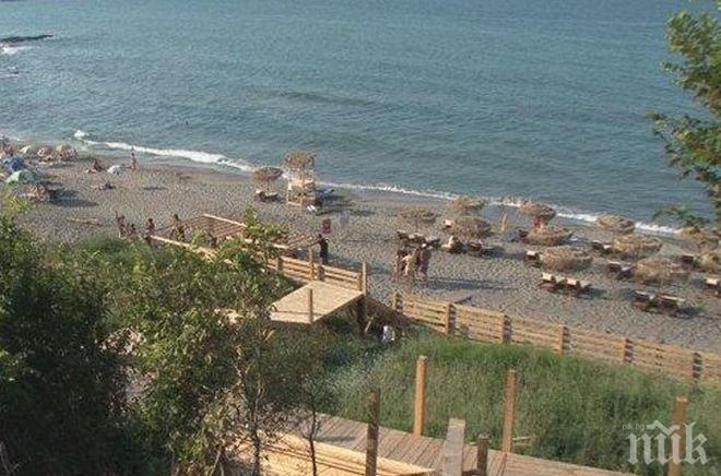 Спасител се задява с нудисти на плаж Делфин, негов колега го преби