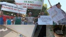 ЕКСКЛУЗИВНО И ПЪРВО В ПИК! Вижте кадри от кървавото меле с протестиращи в Балчик (СНИМКИ/ВИДЕО)
