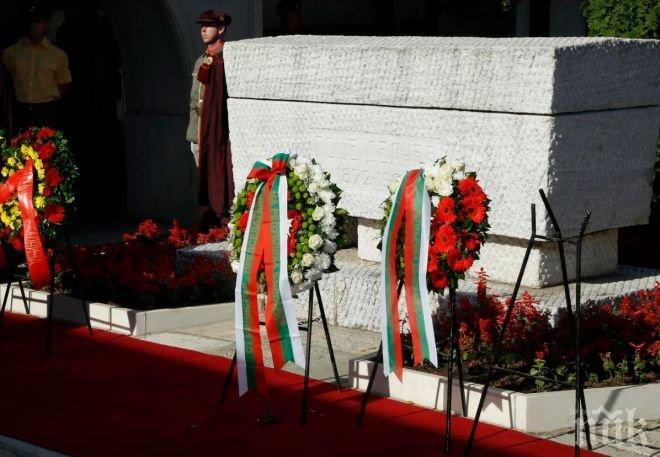 Костите на Гоце Делчев митарстват 43 години! Стотици плачат по пътя, когато местят тленните останки от София в Скопие